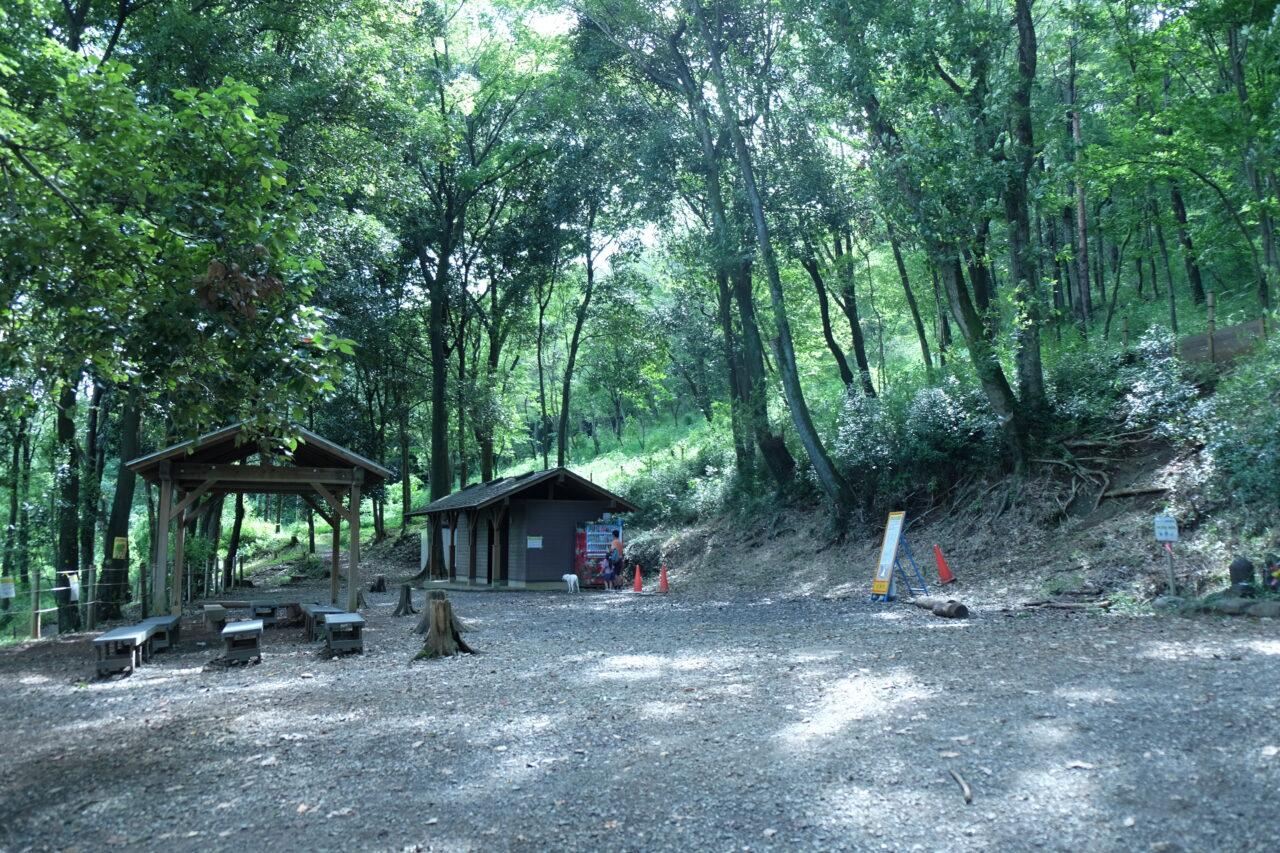 登山口の休憩所