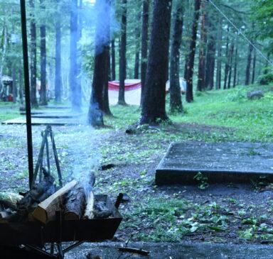 焚き火と宝台樹キャンプ場 雨
